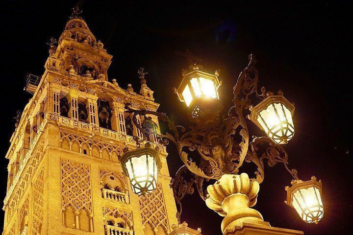 Tour nocturno por Sevilla. Reservas online.