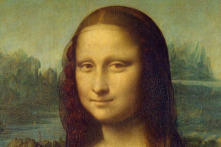 Guía turístico en el Museo del Louvre