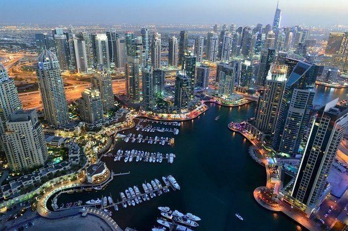Dubái Marina. Paseo en barco con cena.