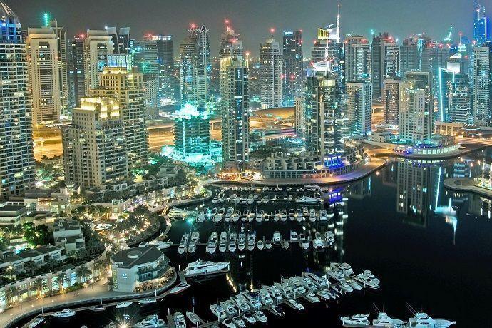 Crucero en barco. Dubái Marina.