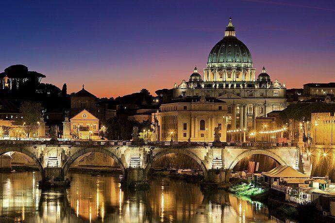 Roma de noche. Vaticano.