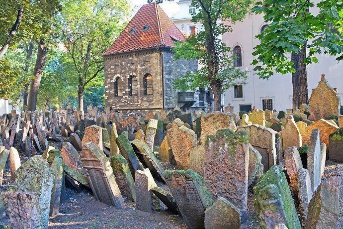 Reservar tour por el cementerio judío de Praga.