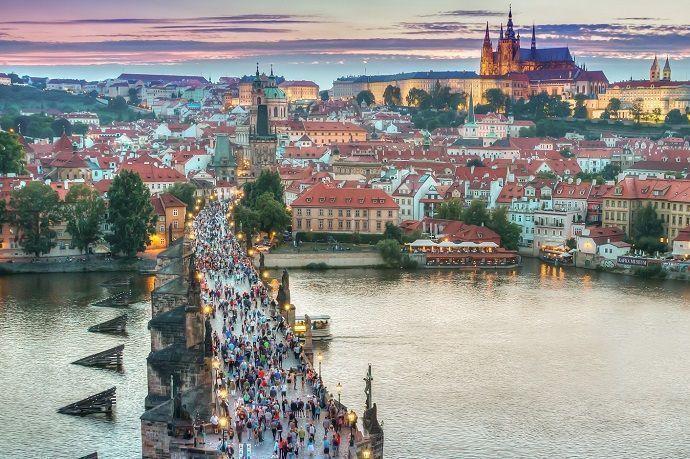 Visitar Praga.