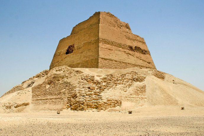 Pirámide de Meidum. Excursión desde El Cairo.