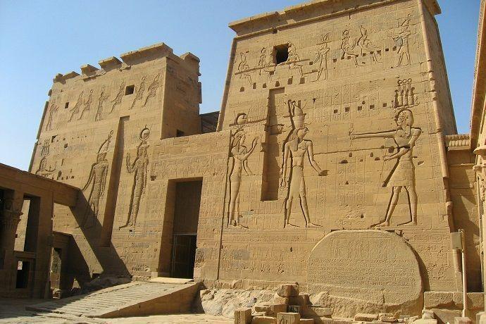 Templo de Isis. Circuito por Egipto.