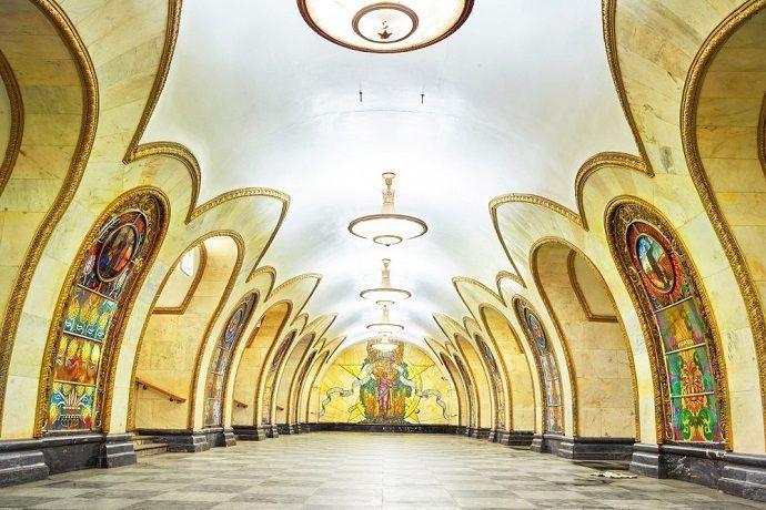 Tour por el metro de Moscú.