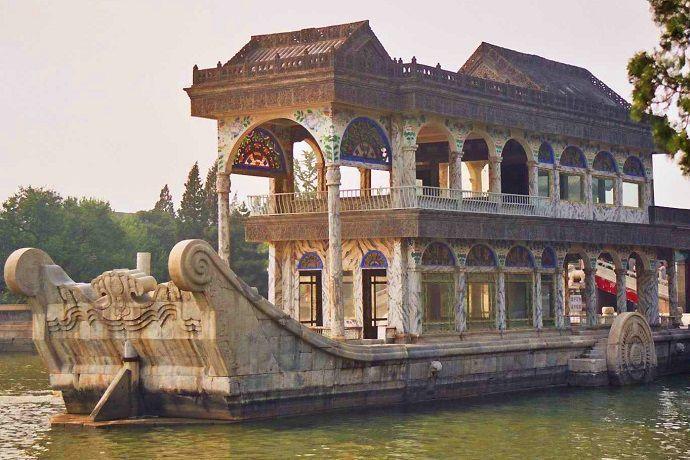Barco de mármol. Palacio de verano.