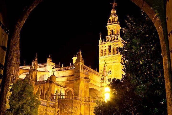 Tour nocturno barrio Santa Cruz Sevilla