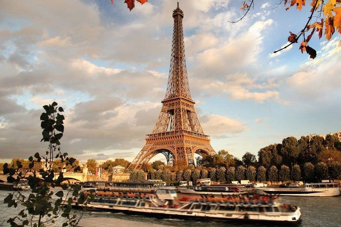 Paseo en barco por París